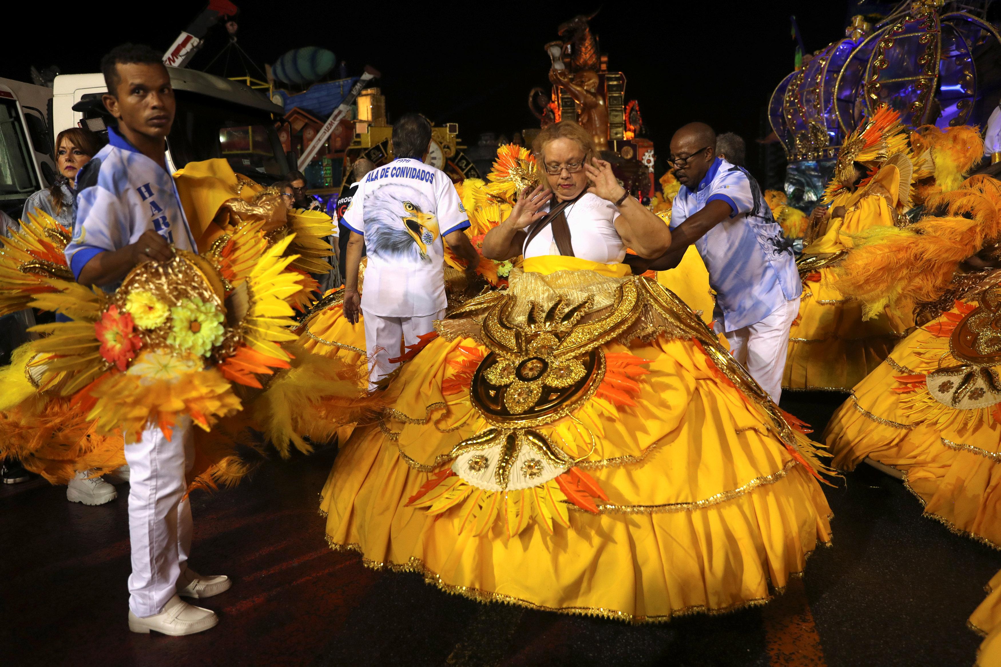 كرنفال ساوباولو لإحياء رقصة السامبا (1)