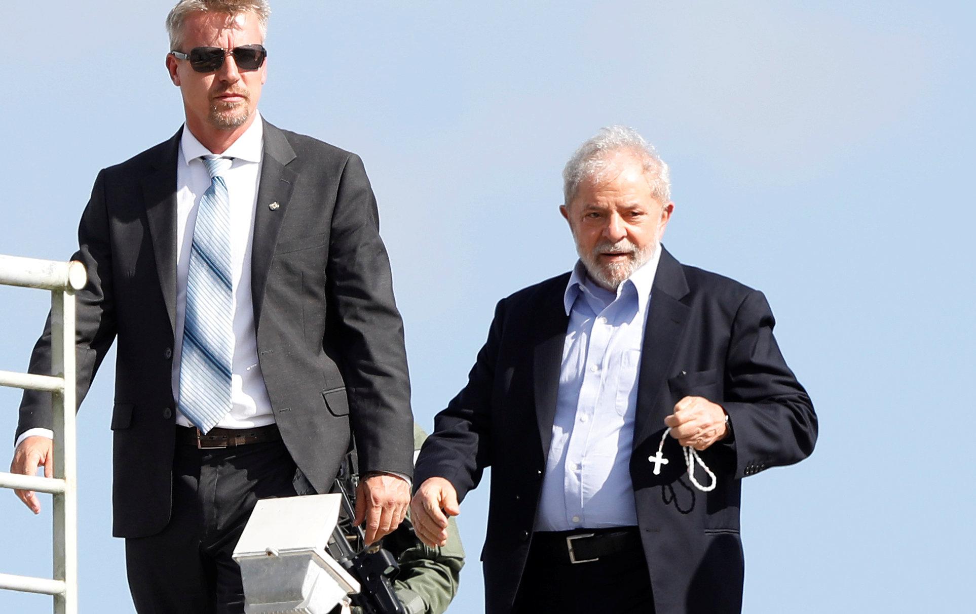 لولا دا سيلفا يغادر السجن لحضور جنازة حفيده (4)