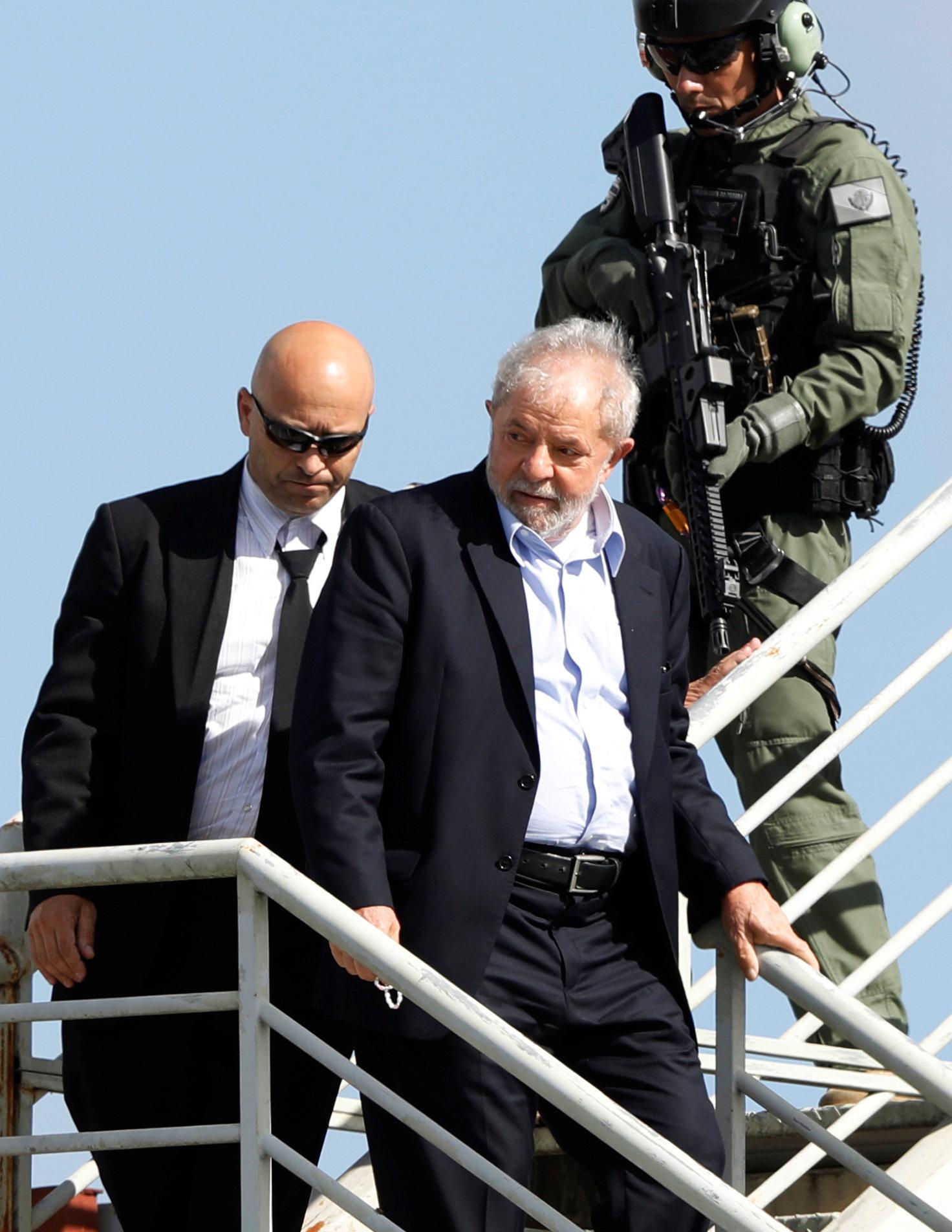 لولا دا سيلفا يغادر السجن لحضور جنازة حفيده (2)