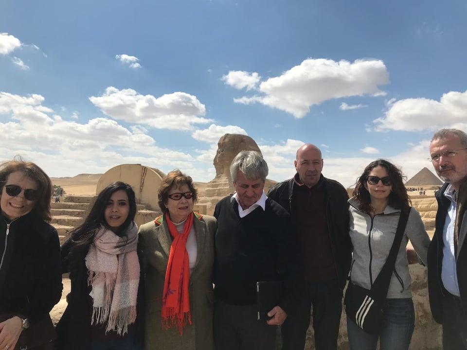 شريف العريان وزوجته و رئي سالدولى للخماسى مع زوجته