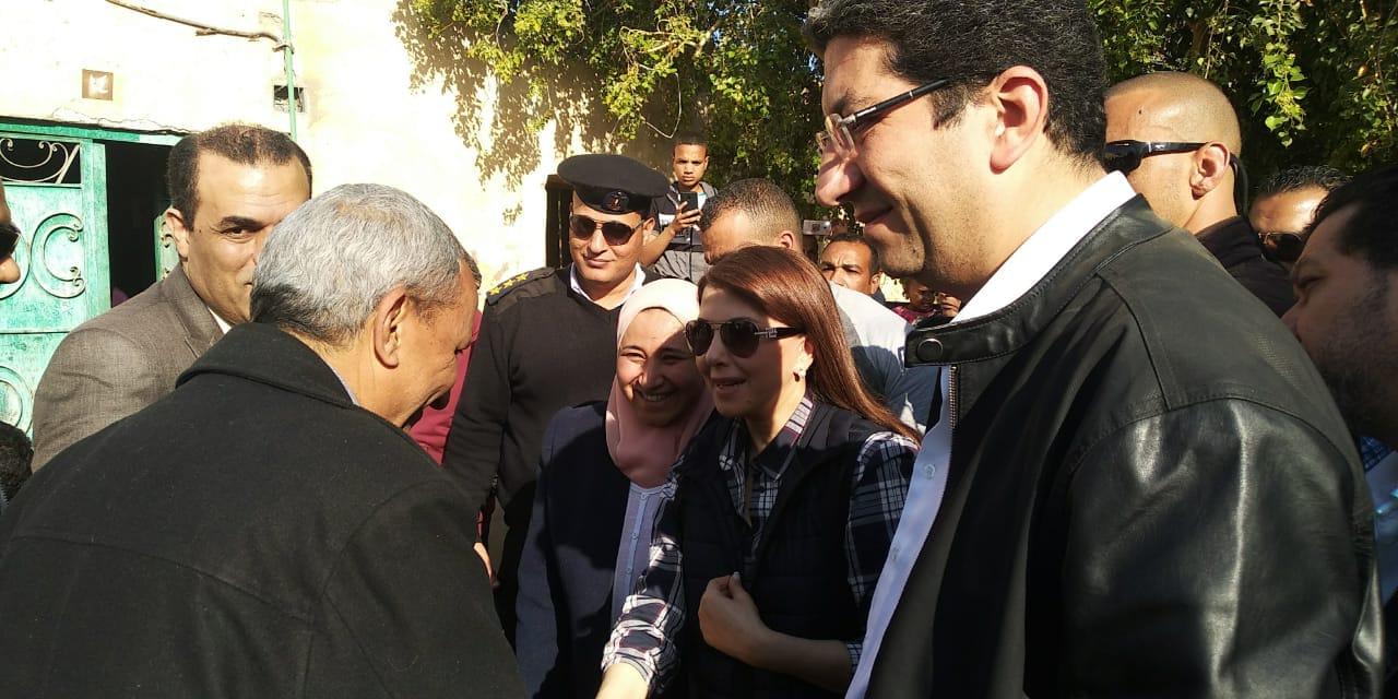صحة الأقصر مع الفنانة ماجدة الرومي لدعم القوافل الطبيه (1)