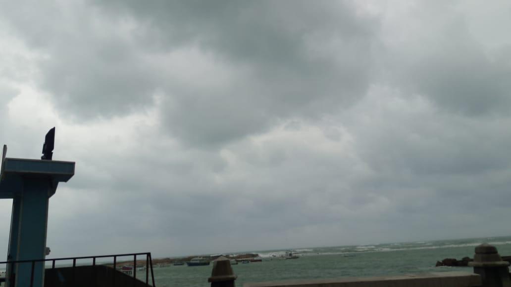 غيوم كثيفة تغطى سماء الإسكندرية (1)