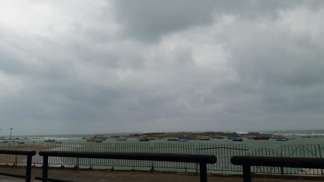 غيوم كثيفة تغطى سماء الإسكندرية (4)