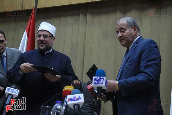 توقيع بروتوكول بين وزارة التموين ووزارة الاوقاف (19)