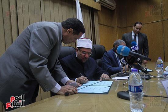 توقيع بروتوكول بين وزارة التموين ووزارة الاوقاف (17)