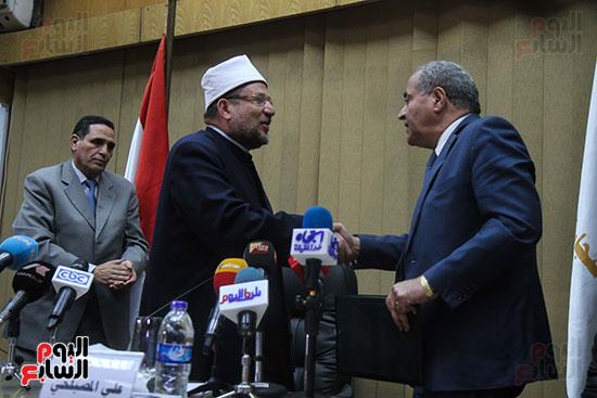 توقيع بروتوكول بين وزارة التموين ووزارة الاوقاف (18)