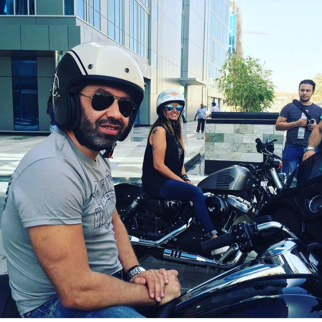 حازم إمام مع اصدقاؤه المتسابقين