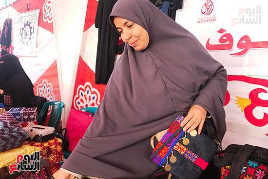 زينب عبدالله سيدة من مدينة العريش بشمال سيناء (2)