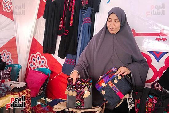 زينب عبدالله سيدة من مدينة العريش بشمال سيناء (1)
