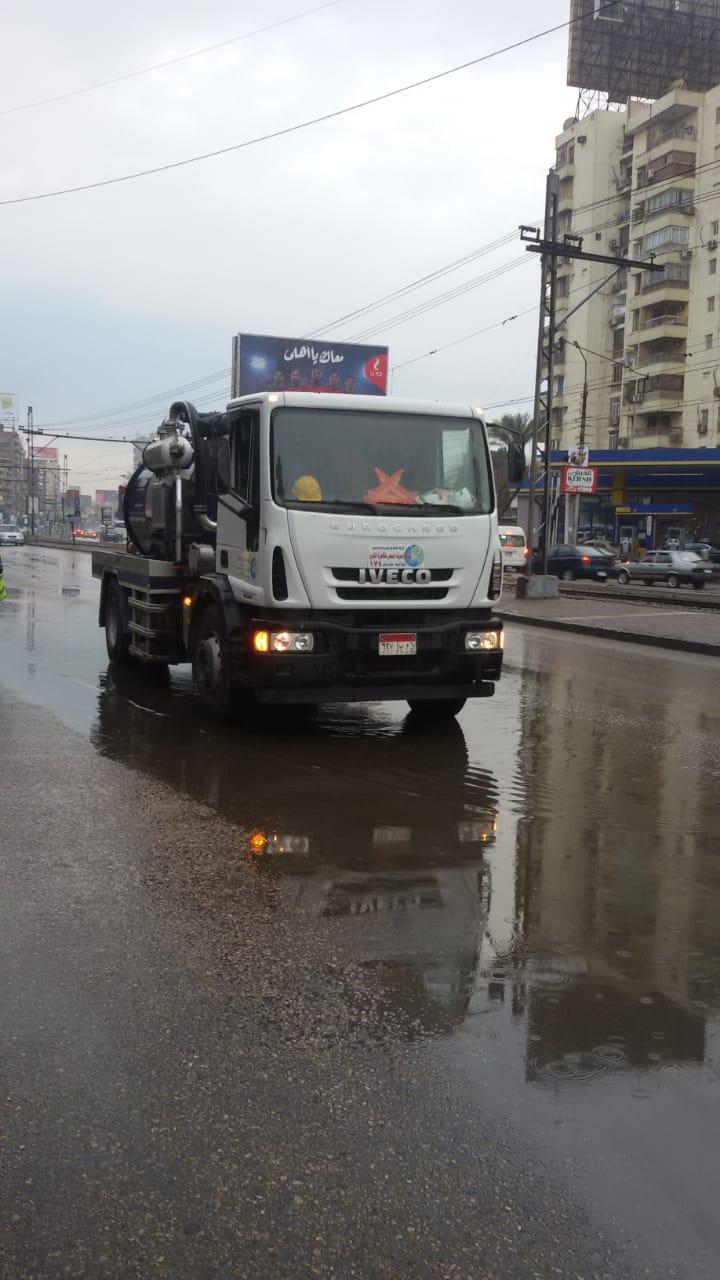 صرف القاهرة والجيزة ينجحان فى التعامل مع مياه الأمطار (9)