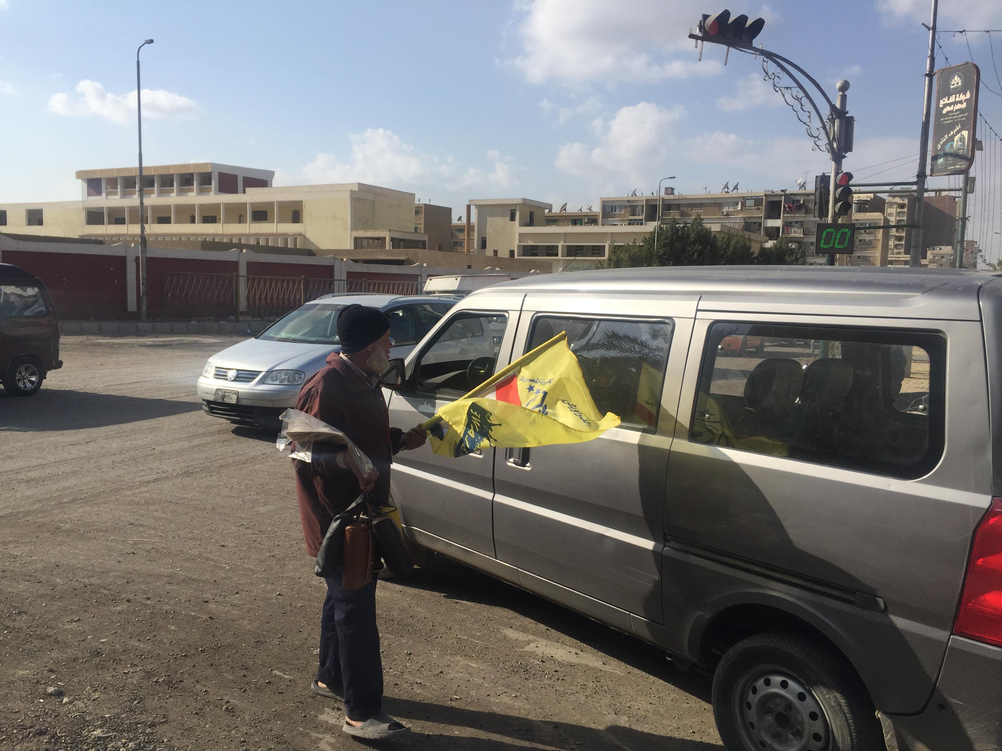 عم محمود بائع أعلام (15)