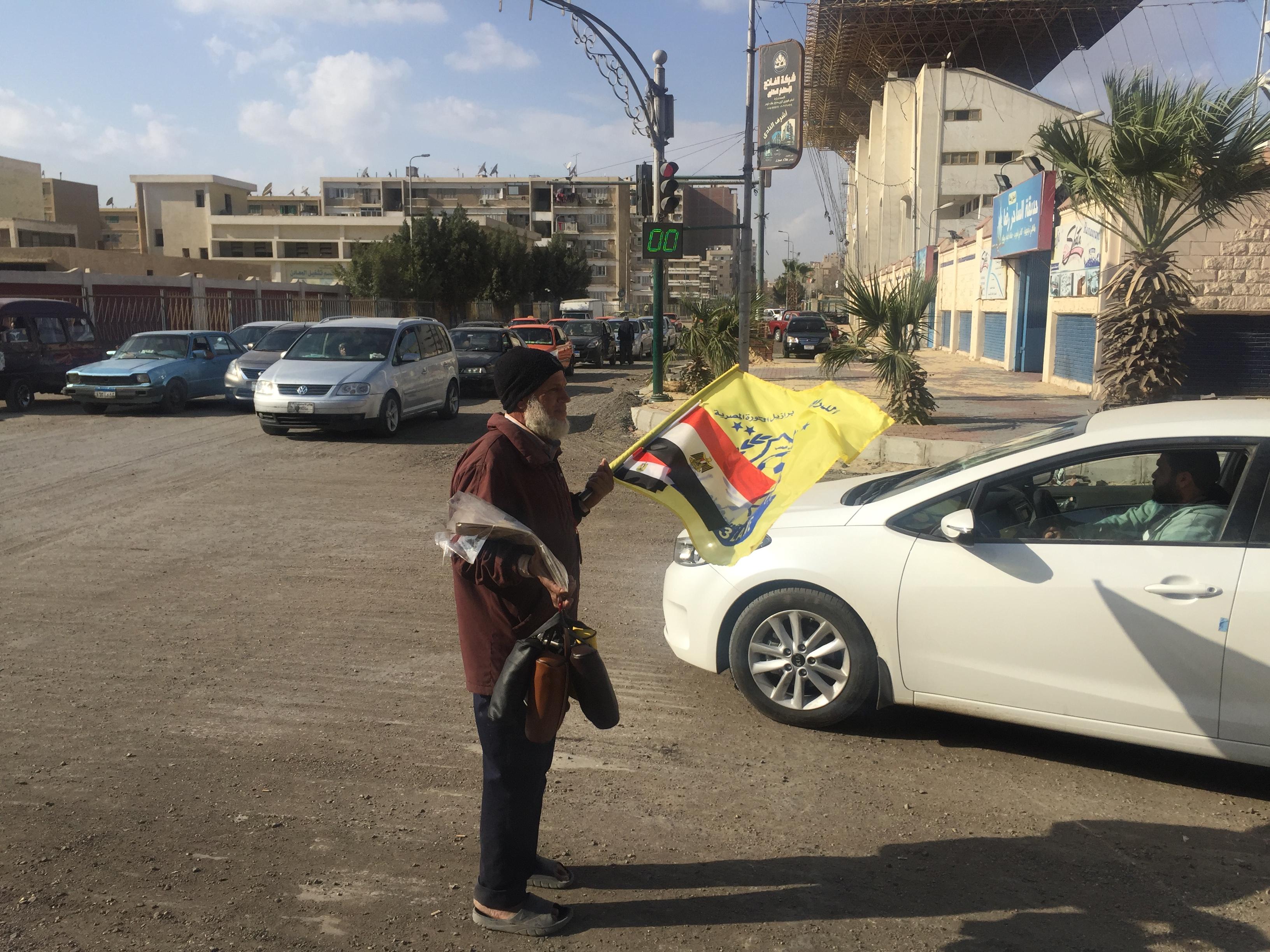 عم محمود بائع أعلام (13)