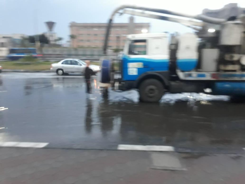 صرف القاهرة والجيزة ينجحان فى التعامل مع مياه الأمطار (4)