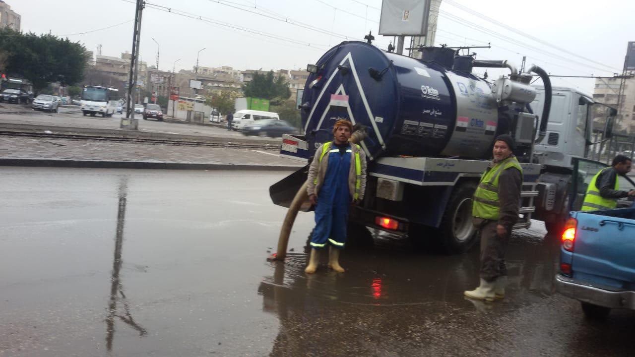 صرف القاهرة والجيزة ينجحان فى التعامل مع مياه الأمطار (10)