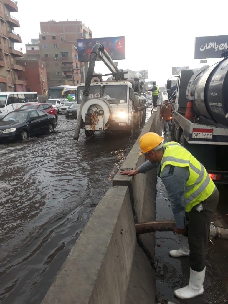 صرف القاهرة والجيزة ينجحان فى التعامل مع مياه الأمطار (5)