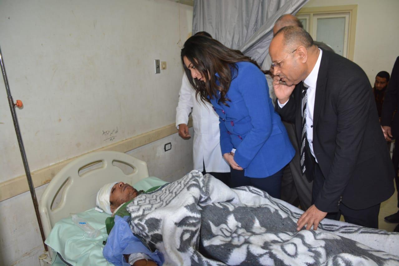 تفقد المصابين بالمستشفى  (8)