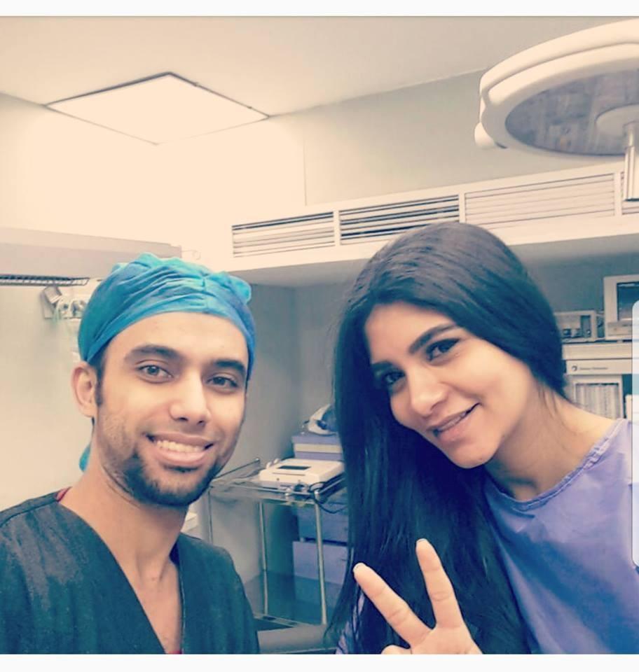 دكتور أحمد مرزوق مع  احدى الحالات