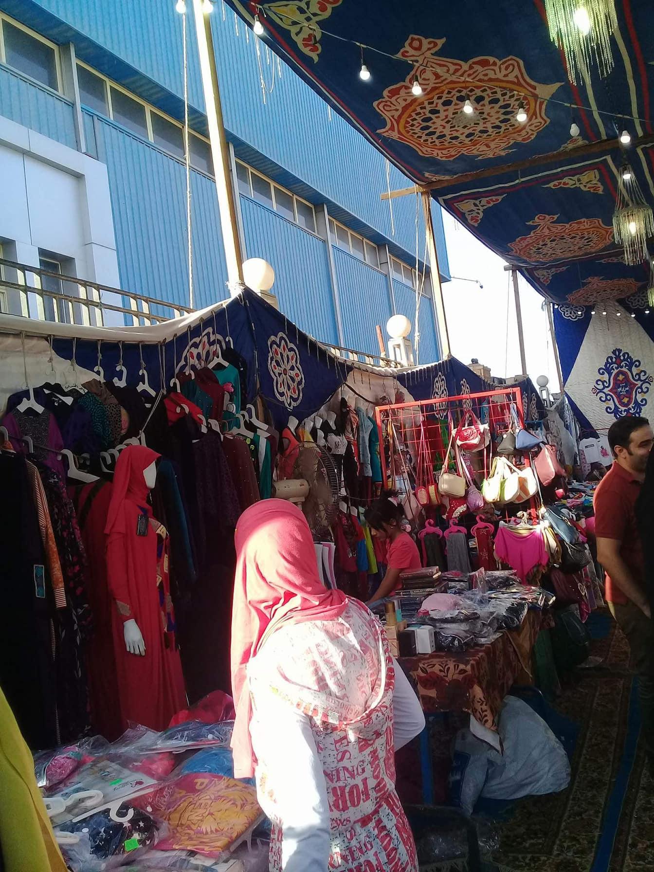 فتيات بكفر الشيخ تنظمن المعارض لتوفير السلع  (5)