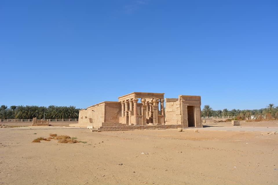معبد هيبس وسط صحراء الوادى الجديد
