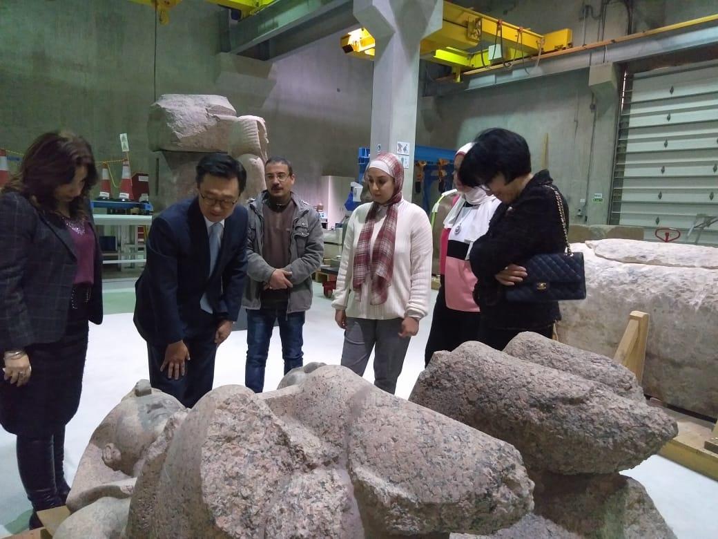 زيارة سفير كوريا الجنوبية بالقاهرة وزوجته  للمتحف المصرى الك (5)