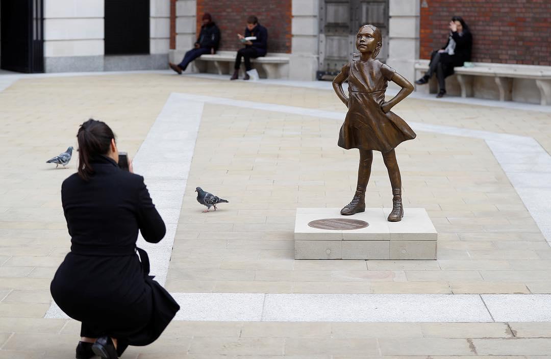 تمثال الفتاة الشجاعة