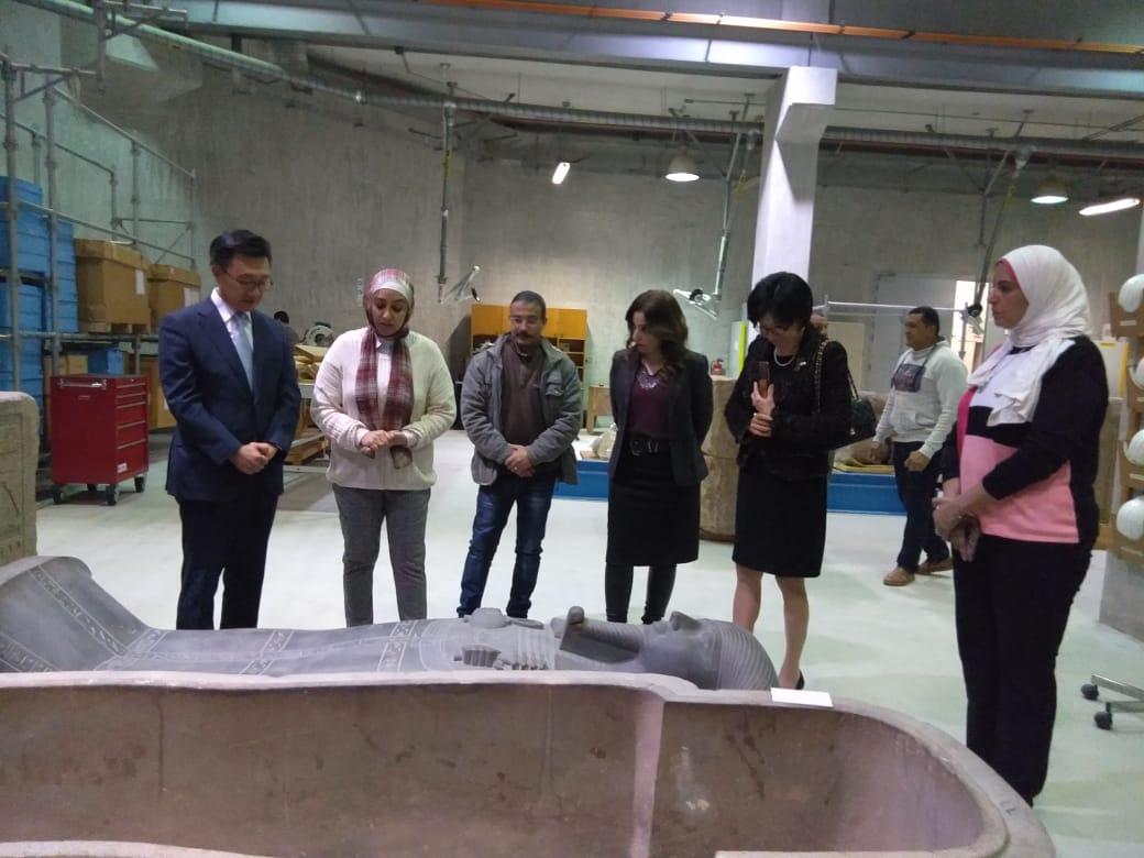 زيارة سفير كوريا الجنوبية بالقاهرة وزوجته  للمتحف المصرى الك (4)