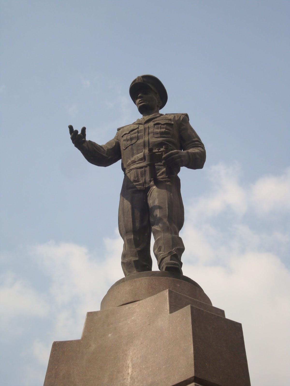 تمثال عبد المنعم رياض (3)