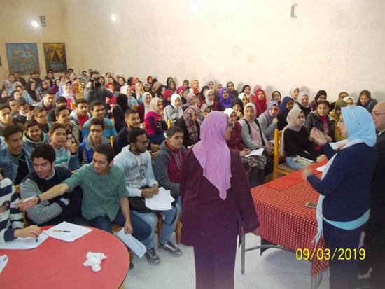 انطلاق ماراثون المراجعات المجانية بمدارس الإسكندرية (3)
