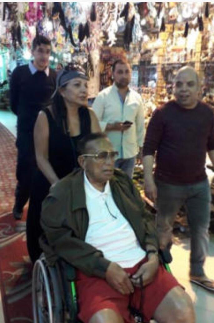رجل الأعمال حسين سالم يظهر فى احد شوارع مدينة شرم الشيخ