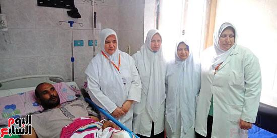 10-ساعات-داخل-غرفة-العمليات-لإعادة-ذراع-مبتور-بمستشفى-بنها-الجامعي-(4)