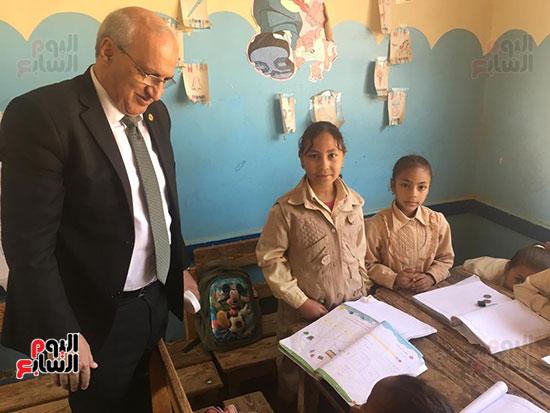 تعليم النواب تواصل زيارتها لمدارس أسوان (9)