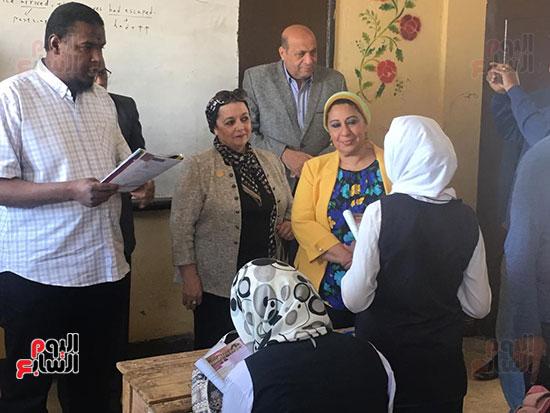 تعليم النواب تواصل زيارتها لمدارس أسوان (10)