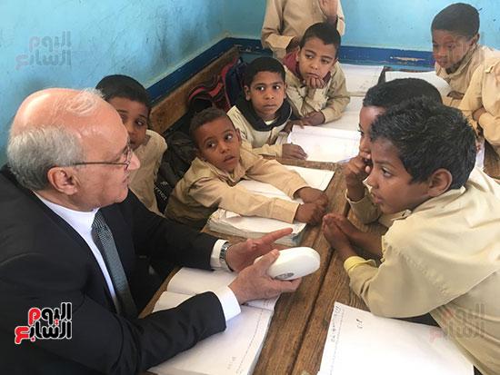 تعليم النواب تواصل زيارتها لمدارس أسوان (8)
