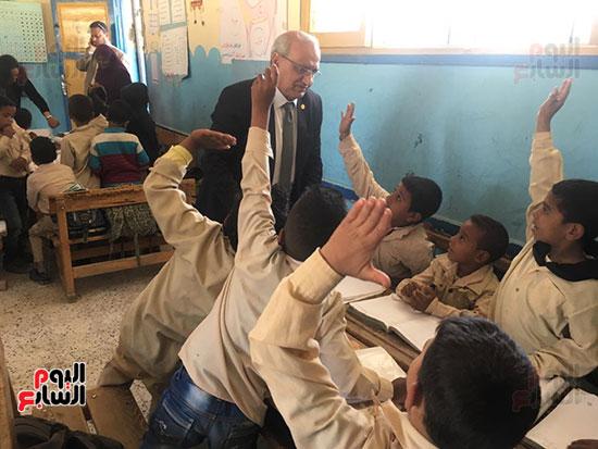 تعليم النواب تواصل زيارتها لمدارس أسوان (11)