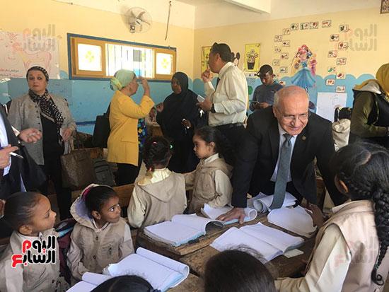 تعليم النواب تواصل زيارتها لمدارس أسوان (6)