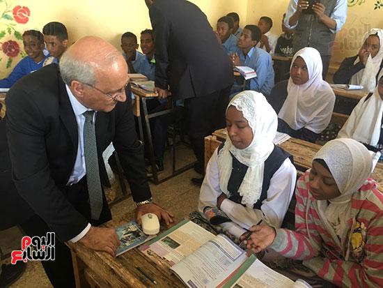 تعليم النواب تواصل زيارتها لمدارس أسوان (12)