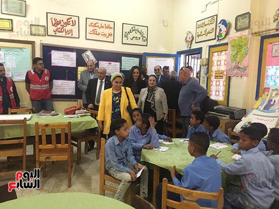 تعليم النواب تواصل زيارتها لمدارس أسوان (2)