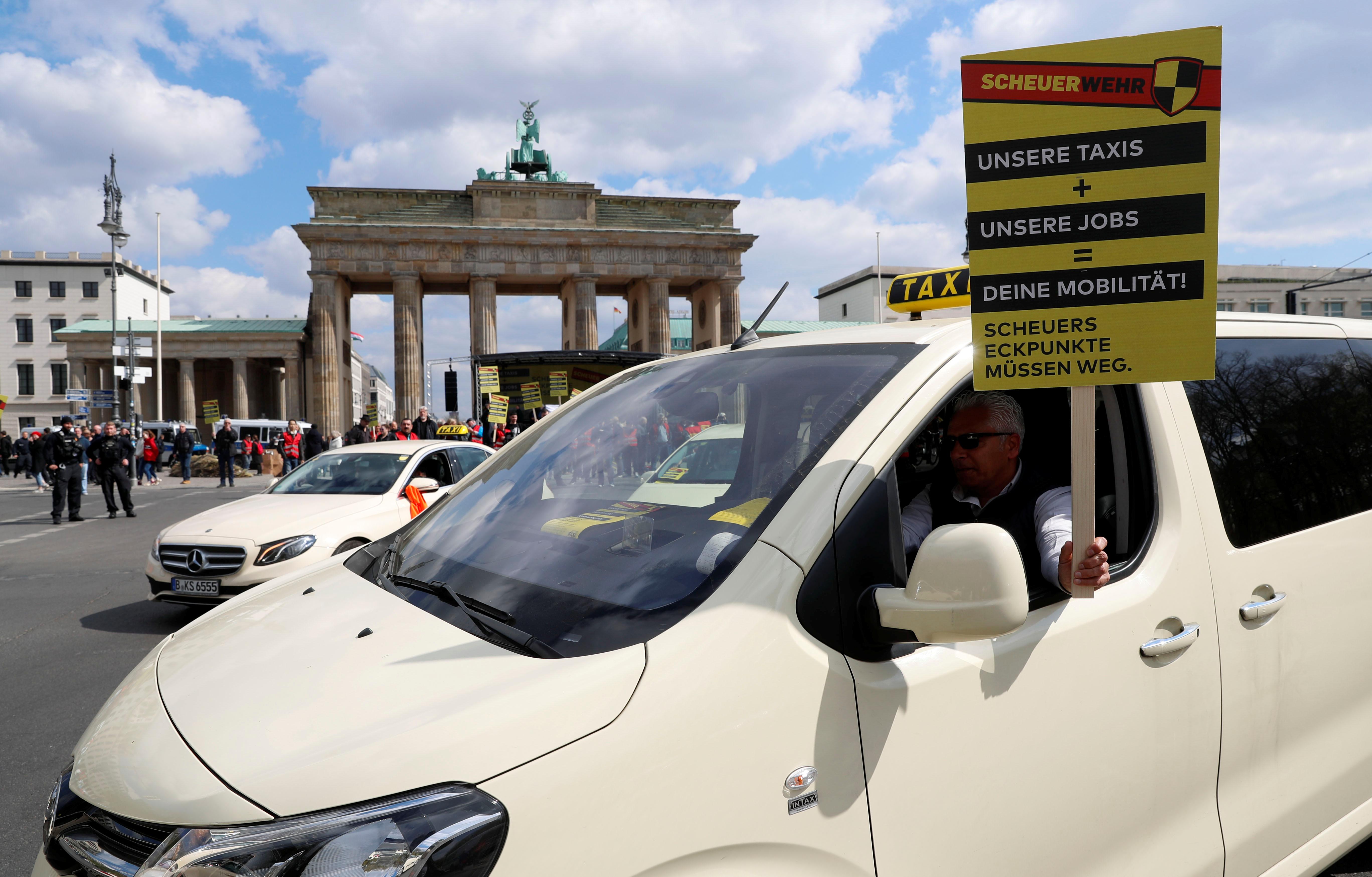 انتفاضة التاكسى تشل برلين (3)