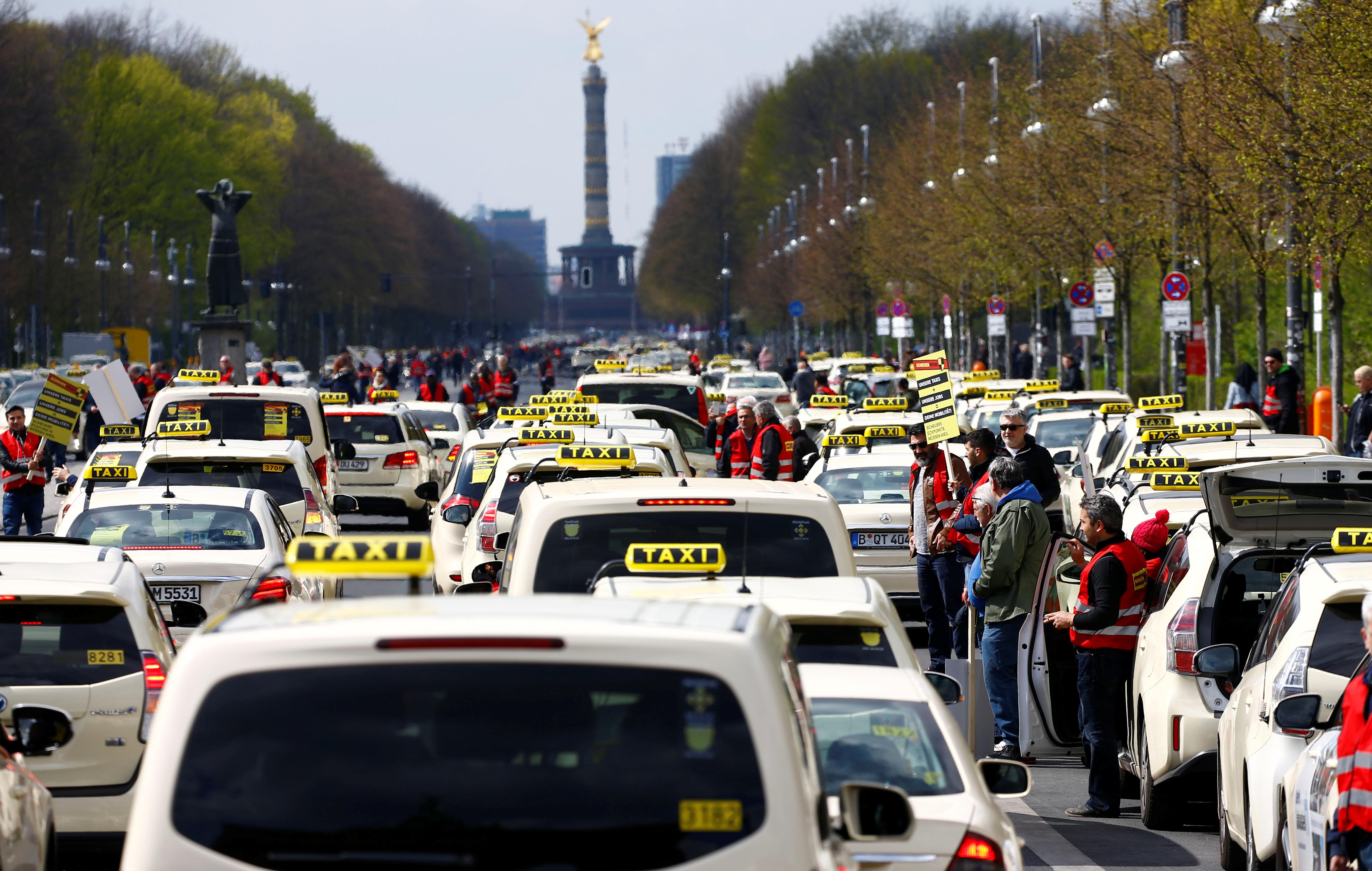 انتفاضة التاكسى تشل برلين (2)
