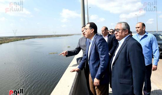 تفقد أعمال تكريك وتطوير بحيرة إدكو بمحافظة البحيرة تصوير سليمان العطيفى (3)