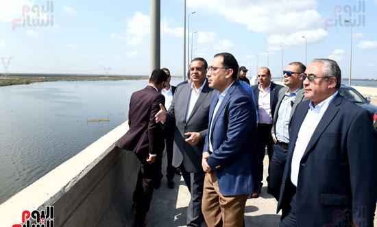 تفقد أعمال تكريك وتطوير بحيرة إدكو بمحافظة البحيرة تصوير سليمان العطيفى (2)