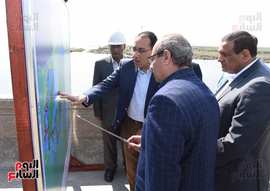 تفقد أعمال تكريك وتطوير بحيرة إدكو بمحافظة البحيرة تصوير سليمان العطيفى (1)