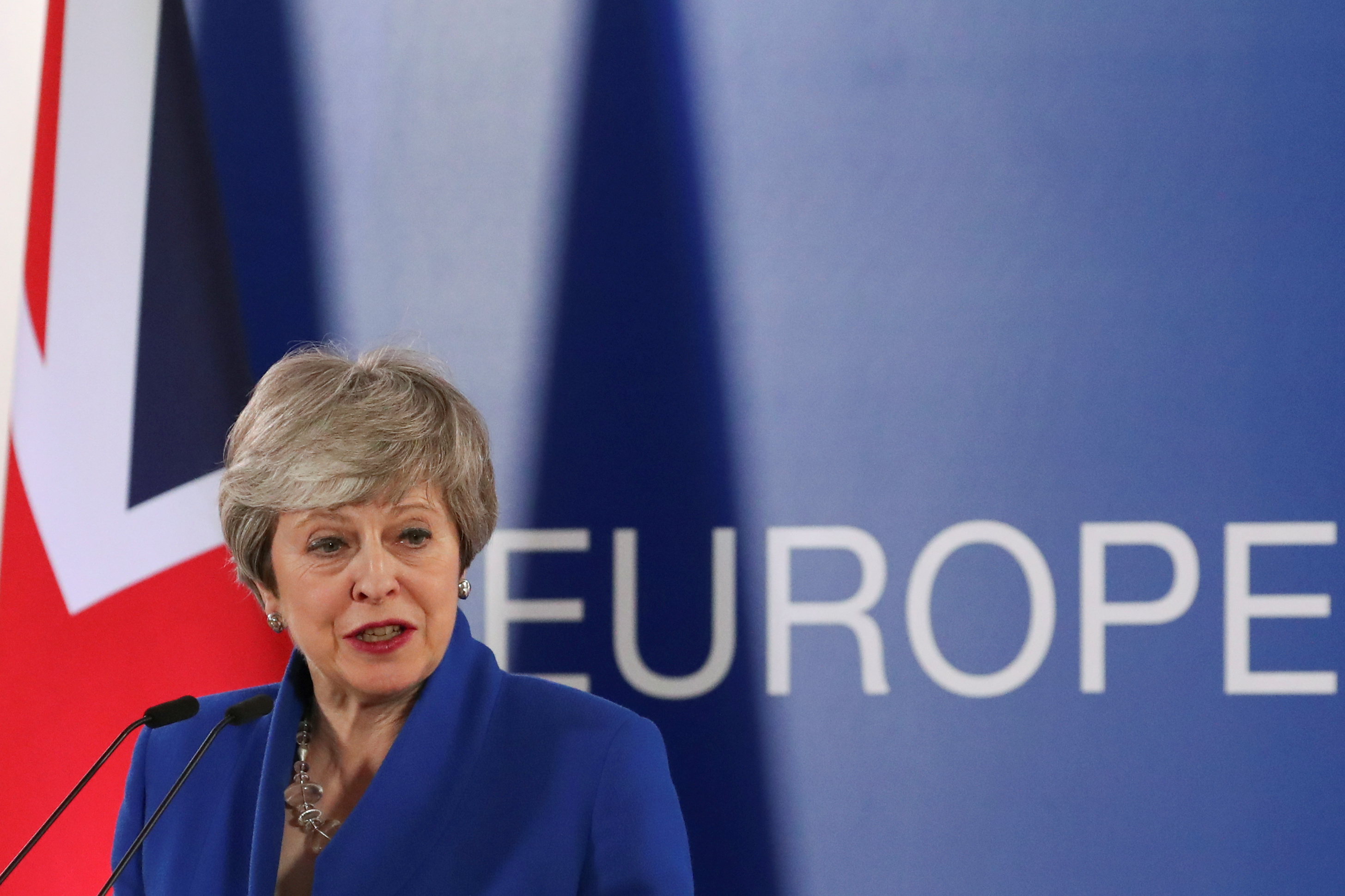 ماى تلقى كلمة أمام زعماء الاتحاد الأوروبى