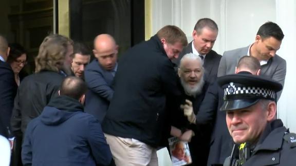 الشرطة البريطانية تعتقل أسانج اليوم