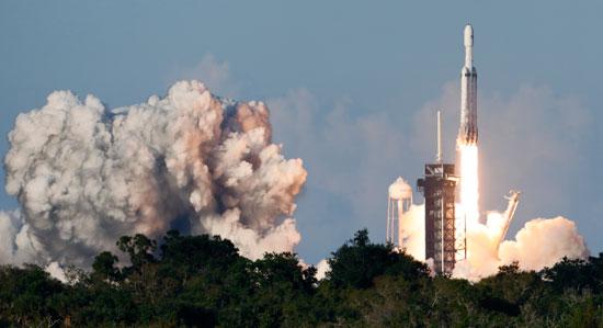 لحظة-إطلاق-أقوى-صاروخ-للفضاء-(2)