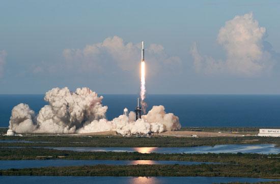 لحظة-إطلاق-أقوى-صاروخ-للفضاء-(4)