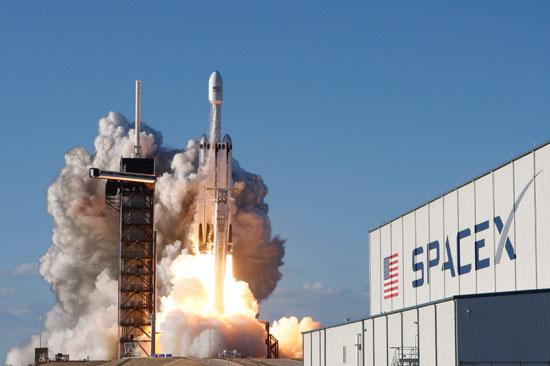 لحظة-إطلاق-أقوى-صاروخ-للفضاء-(9)