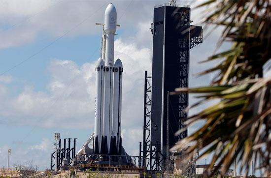 لحظة-إطلاق-أقوى-صاروخ-للفضاء-(11)