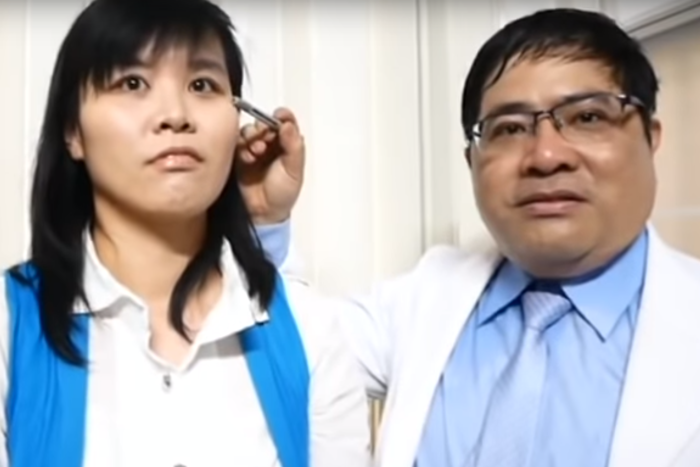 الفتاة وطبيبها