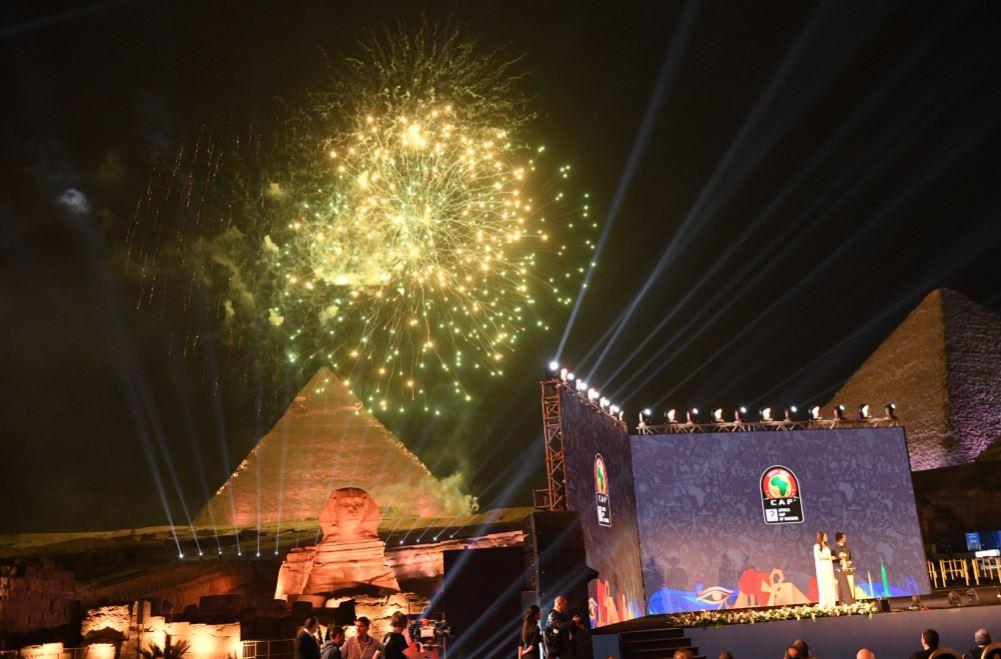 الألعاب النارية تزين سماء الأهرامات فى حفل قرعة أمم إفريقيا (1)